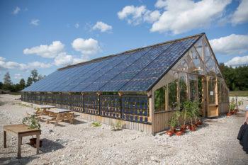 Växthuset som är täckt med solceller. Foto: Christer Widlund